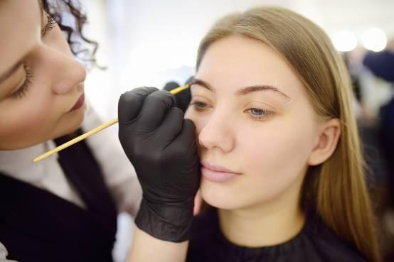 Trajna šminka – male tajne uvek lepo našminkanog lica