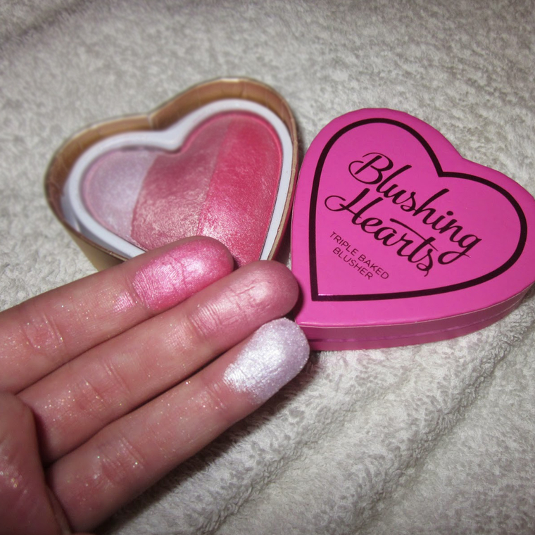 Rumenilo I HEART REVOLUTION Blushing Hearts Bursting With Love 10g